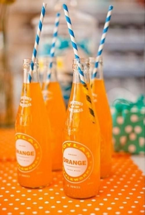 Use black and white straws in orange soda or juice glasses for Halloween! How cute.: