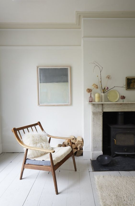 Smita Patel, a documentary maker for BBC Radio, lives in a beautiful double-fronted late Victorian house in Peckham, near Nunhead Green. It is a masterclass in calming neutral tones and a minimalist approach to living in a Victorian space. We caught up with Smita to find out more about her home. Wha