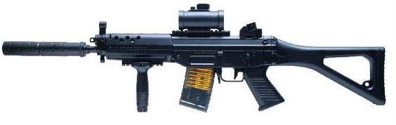 . GSG Softair Gewehr 552 - Arma de airsoft, color negroR�plica del famoso fusil de asalto SIG 550 del ej�rcito suizo de la empresa alemana de arma deportiva GSG - Sistema AEG incluye la bater�a (500 mAh Ni-Mh 7,2 voltios) y el cargador - Calibre: 6mm (recom