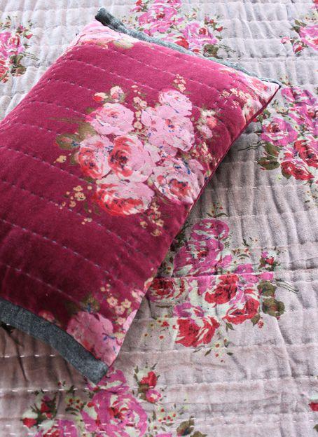 Coussin Rosy velours framboise