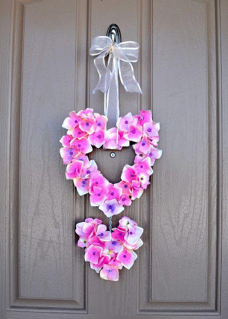 diy valentine's door hanger: Wreaths Valentines, Valentines Crafts, Valentines Wreaths, Valentines Day, Holidays Valentines, Valentine Wreath, Heart Wreath