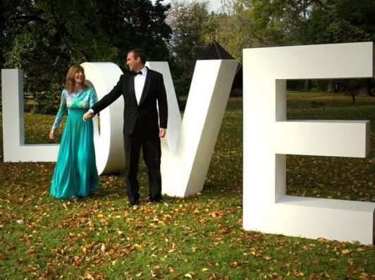 Easy way to enhance your wedding day with giant foam lettering