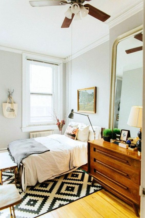 kleines schlafzimmer einrichten tipps und tricks großer spiegel ...