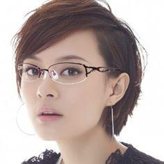 Frauen Frisur für Brillen im Jahr 2015 Check more at http://www.rfrisuren.com/frisuren-2015/frauen-neue-frisur-fur-brillen-im-jahr-2015/
