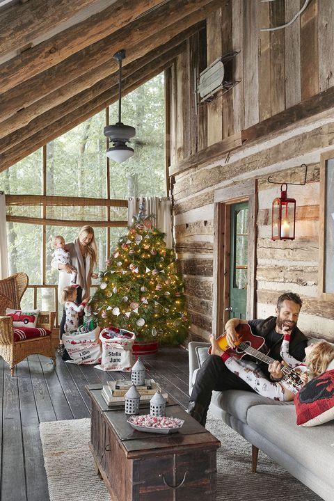 These Rustic Christmas Tree Ideas Will Fit Right In With Your Farmhouse Decor Rustic House Cabin Decor Christmas Decorations Living Room