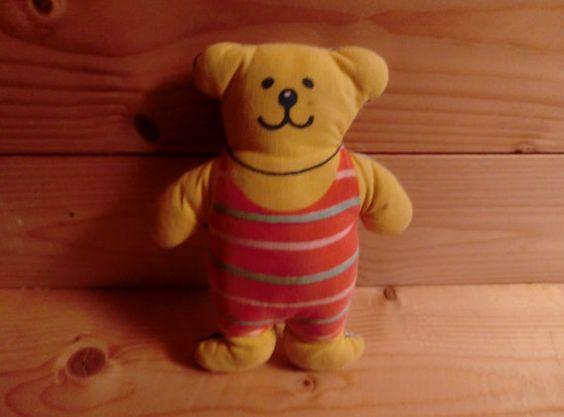 Kleiner Teddybär  Jette Viby von Printenkind auf Etsy, €15.00