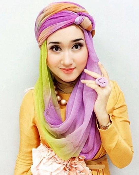 Tutorial Hijab Paris Segi Empat Terbaru Ala Dian Pelangi