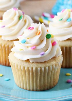 *****Perfect Moist and Fluffy Vanilla Cupcakes - Life Love and Sugar [loved the cupcakes haven't tried the vanilla frosting]