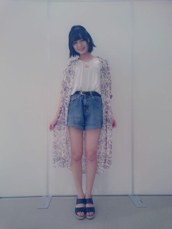 涼しそうな服の平手友梨奈