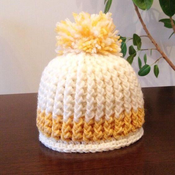 淡いホワイトとイエローのニット帽です。6ヶ月〜18ヶ月前後の子供用です。*ポンポン下から裾まで17cm*被り口44cm引き上げ編みなので、伸縮性があります。素... ハンドメイド、手作り、手仕事品の通販・販売・購入ならCreema。