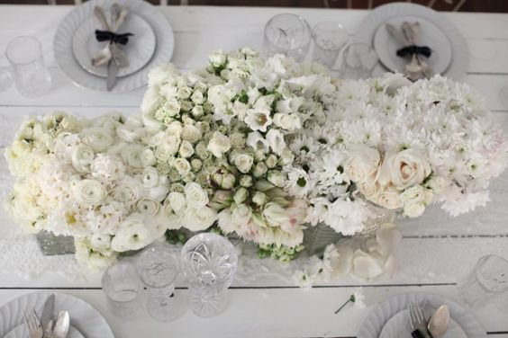 All White Flower Centrepiece / Styling by The LANE (instagram: the_lane)
