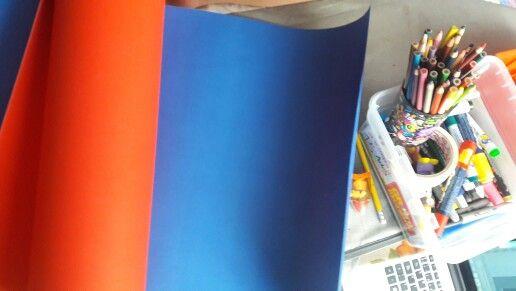 Primero los materiales, vamos a usar:  × Cartulina × Marcadores × Lapiz × Pinturas (Si quieres) × La imagen de tu casa!: