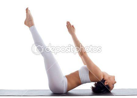 Donna esercizio curvatura posa yoga sul tappetino di gomma isolato — Immagini Stock #6256686