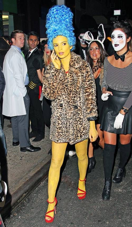 The Most Spot On Celebrity Halloween Costumes Celebrity Halloween Costumes Best Celebrity Halloween Costumes Celebrity Costumes