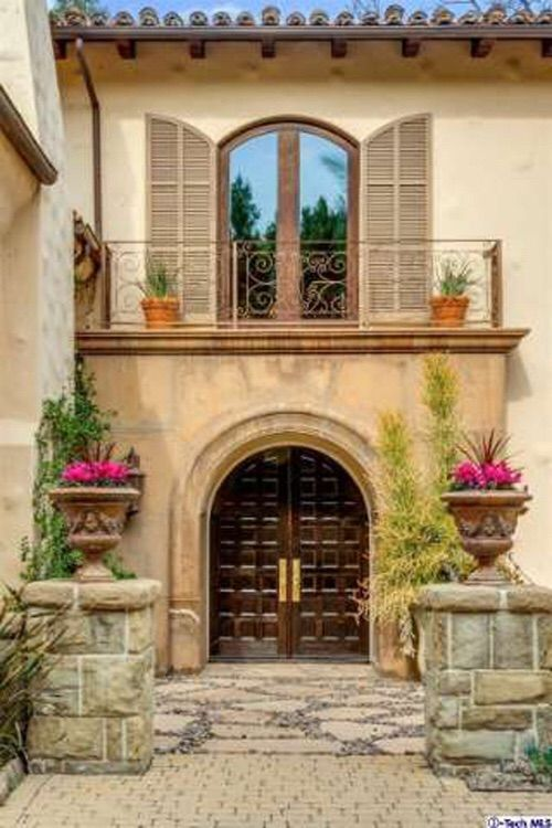 Image via We Heart It https://weheartit.com/entry/158448854 #architecture #doors #home #house #mediterranean #style