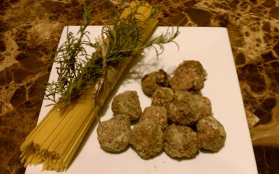 Italian Meatballs - Makes a prefect holiday gift!  Simply throw in a jar of pre-made red sauce.