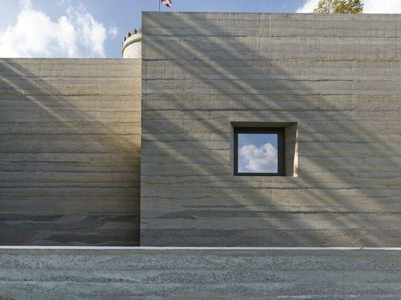 Návštěvnické centrum Sparrenburg/ Max Dudler (rammed concrete)