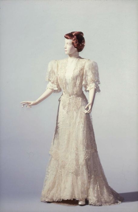 Afternoon dress, ca. 1895.  Heavenly.