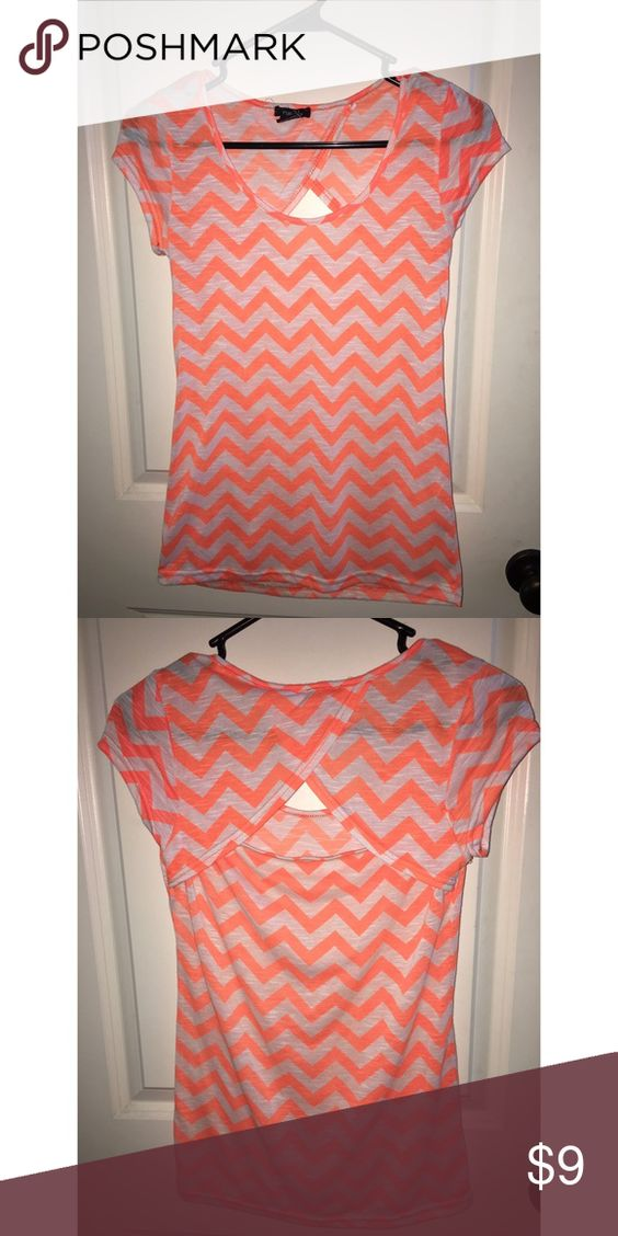 Cute orange and white chevron top size M Cute orange and white chevron top size M from Rue 21. Cute opening in back. Great condition. Comes from a smoke free home. Rue 21 Tops