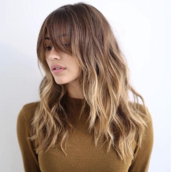 Wow her haircolour looks so much like mine. Loooove the long bangs, I'm seriously considering cutting my locks like this!