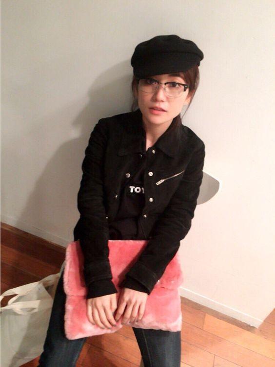 黒ジャケットの大島優子