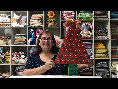 Uma Arvore De Natal Com Tampinhas De Garrafas Enfeite