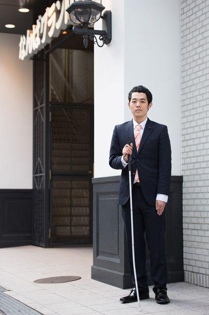 なんばグランド花月の前の濱田祐太郎さん