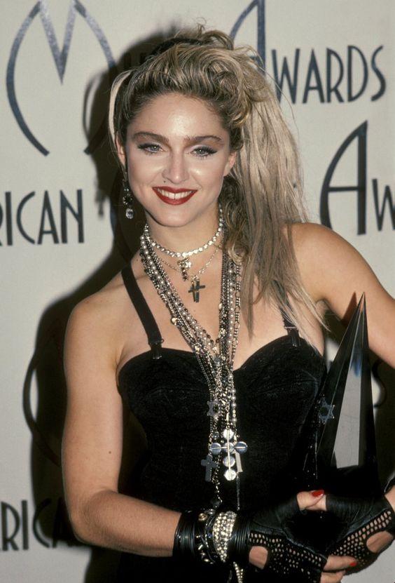 Pin for Later: De Geisha à Cow-Girl, en Passant Par Punk-Lady, Retour sur les Moments Mode les Plus Fous de Madonna  Lors des AMA Awards en 1985.
