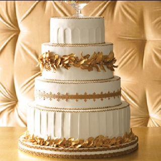 Looks like a roman wedding cake, all pillar-y and laurel-y!