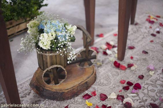 Casamento rústico. Casamento no campo. Decoração DIY. Bicicleta de madeira. Hortênsias Rustic wedding. Wood bike. Hydrangea.