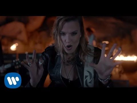 """PREMIERE: This New Music Video for Halestorm's Hard Rock Anthem """"I Am the Fire"""" Is Lit 