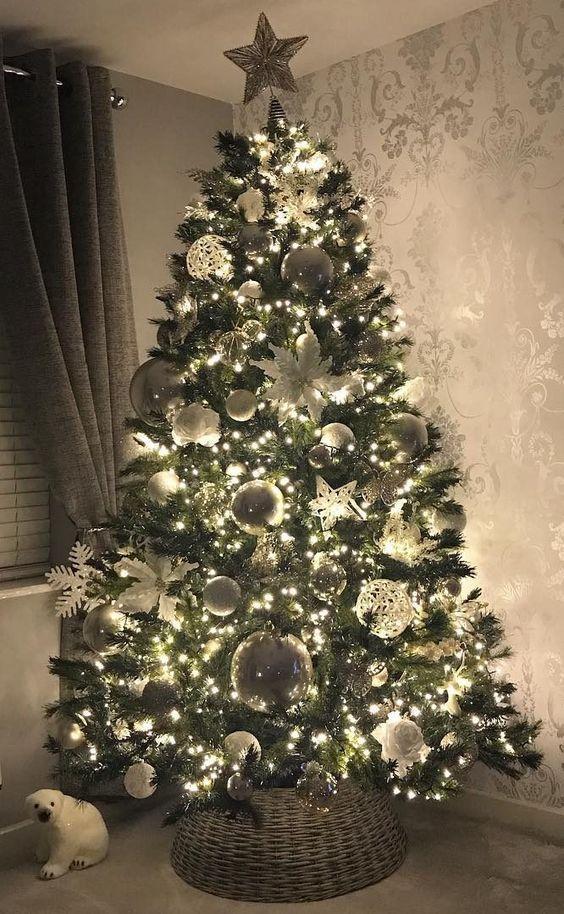 35 Beautiful Christmas Tree Decorations Cool Christmas Trees Christmas Decorations Rustic Tree Christmas Tree Decorating Themes