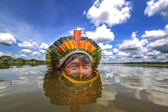 Fotógrafo brasileiro leva medalha de ouro por foto de Kaiapó