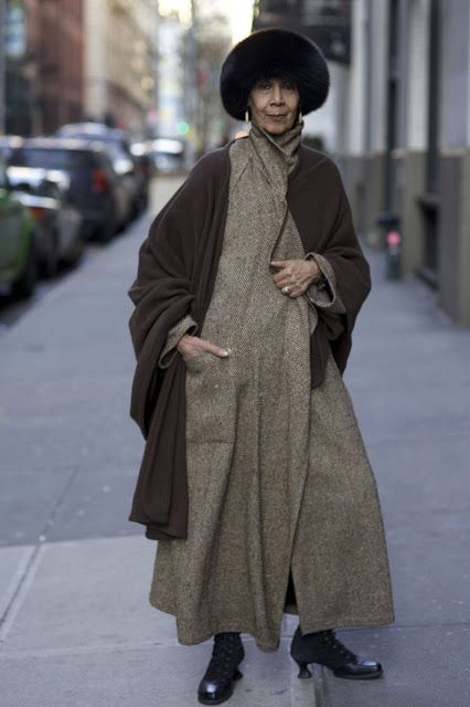 "ADVANCED STYLE - A great blog photographing stylish ""mature"" New York fashionistas."