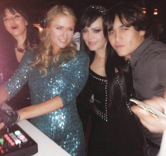 "Juventul al Dia: Maribel Guardia ""presume"" su foto con Paris Hilton..."