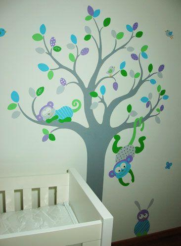 Vrolijke babykamer boom met safari dieren muurschildering