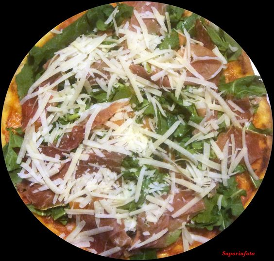 SaporInfoto: Pizza con Rucola Prosciutto Crudo e Scaglie di Gra...