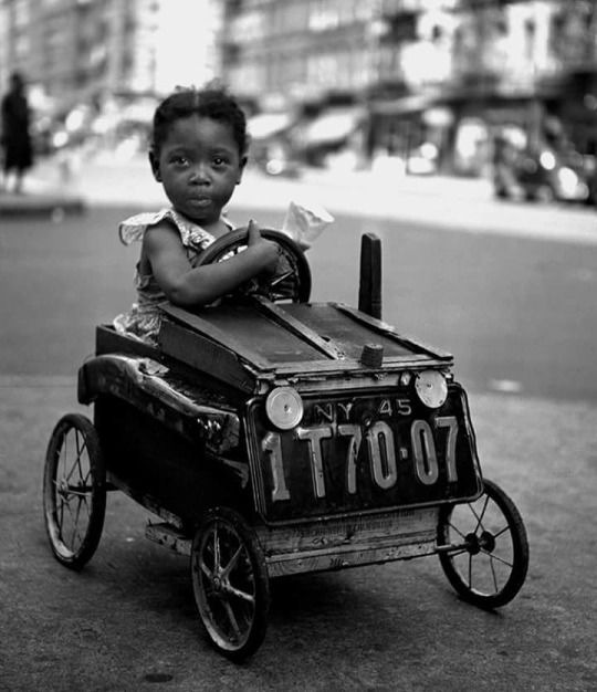 Fred Stein Archive/ Getty images - Portrait of a young girl as she sits in a homemade go-kart on a Harlem sidewalk, New York, New York, 1947. °