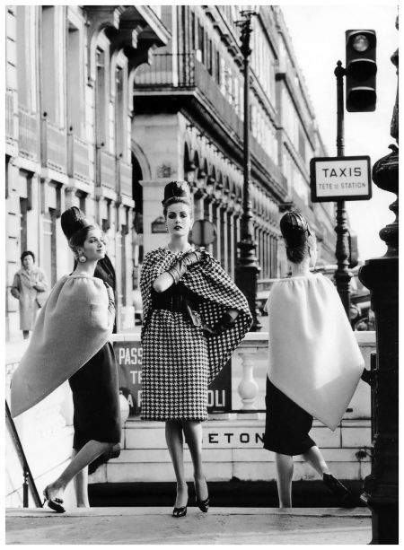 Models are wearing dresses and triangular capes by Pierre Cardin, photo by Rico Puhlmann, Paris, Stern magazine, March 1962: