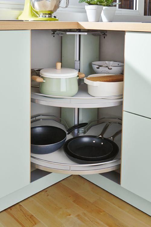 Ecken in der Küche sinnvoll nutzen: Mit einem Eckrondell. #küche
