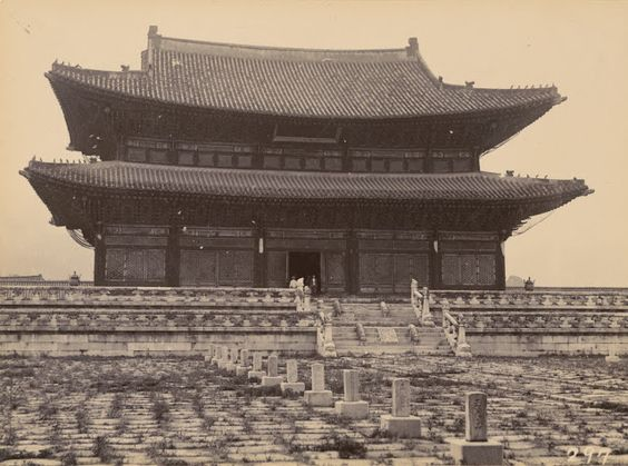 Geunjeongjeon Hall, the throne hall at Gyeongbokgung Palace, Seoul, ca. early 1900s.