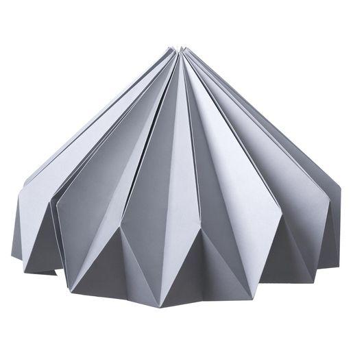 Cette Lanterne En Origami Est Un Luminaire Des Plus Etonnants Elle Surprendra Vos Invites A Chaque Fois Et Vous Fer Lanterne Lanterne Origami Deco Exterieure