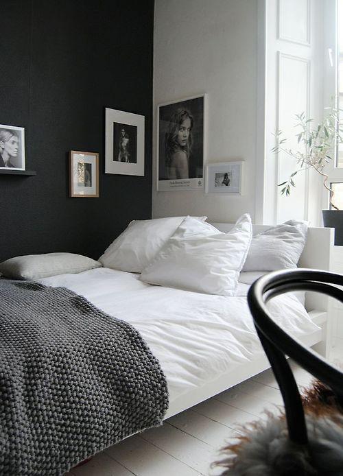 Schwarze Rahmen auf schwarz, weiße auf weiß, um die ecke