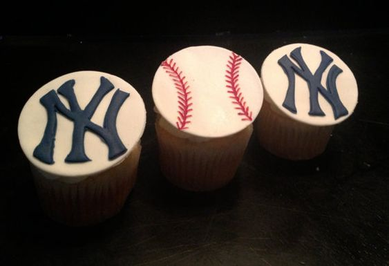 Hey, I found this really awesome Etsy listing at https://www.etsy.com/listing/154388112/new-york-yankees-themed-fondant-cupcake