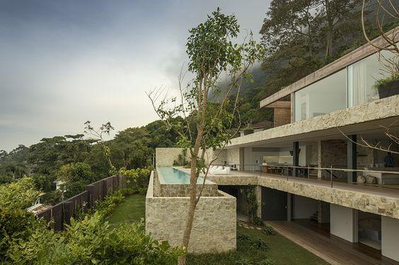 Residence Al Rio de Janeiro: a breathtaking design - to discover : www.themilliardaire.co #Hotspot #Architecture #Brazil