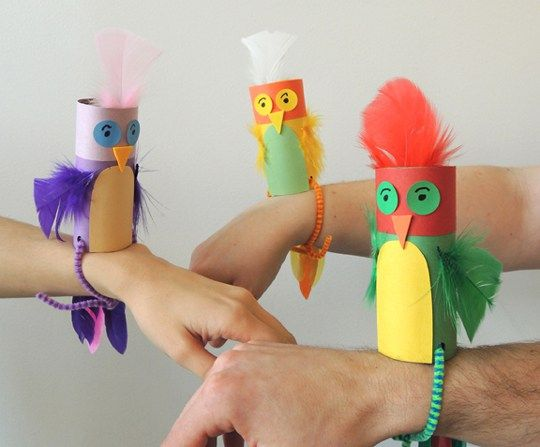 Parakeets puppets made from recycles cardboard tubes. Fun kids craft idea.
