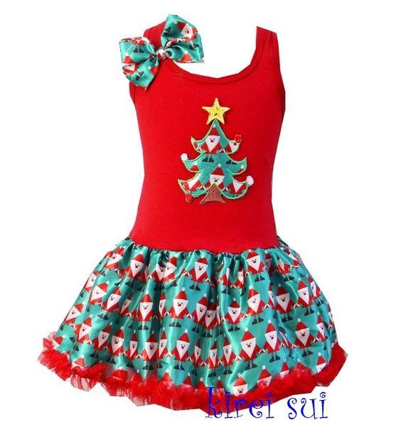 Kerstjurk in traditionele kleuren rood en groen met een kerstboom. De rok is van prachtig bedrukt satijn.