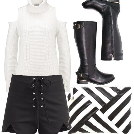Maglione bianco a collo alto e scoperto sulle braccia, shorts neri cortissimi con lacci, stivali alti black, pochette black e white. Un outfit sportivo - elegante!