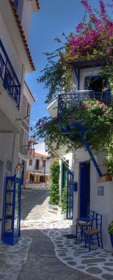 Pitoresca rua estreita em Mykonos, Grecia.: