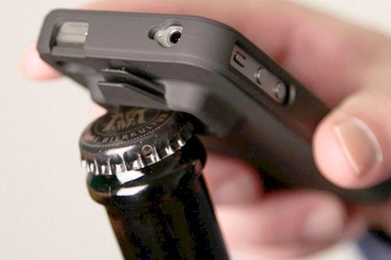 Case de celular com abridor de grrafa: